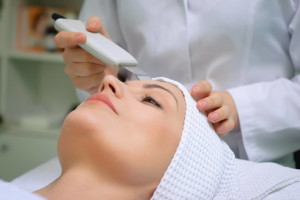 Ultrasound skin cleaning at beauty salon